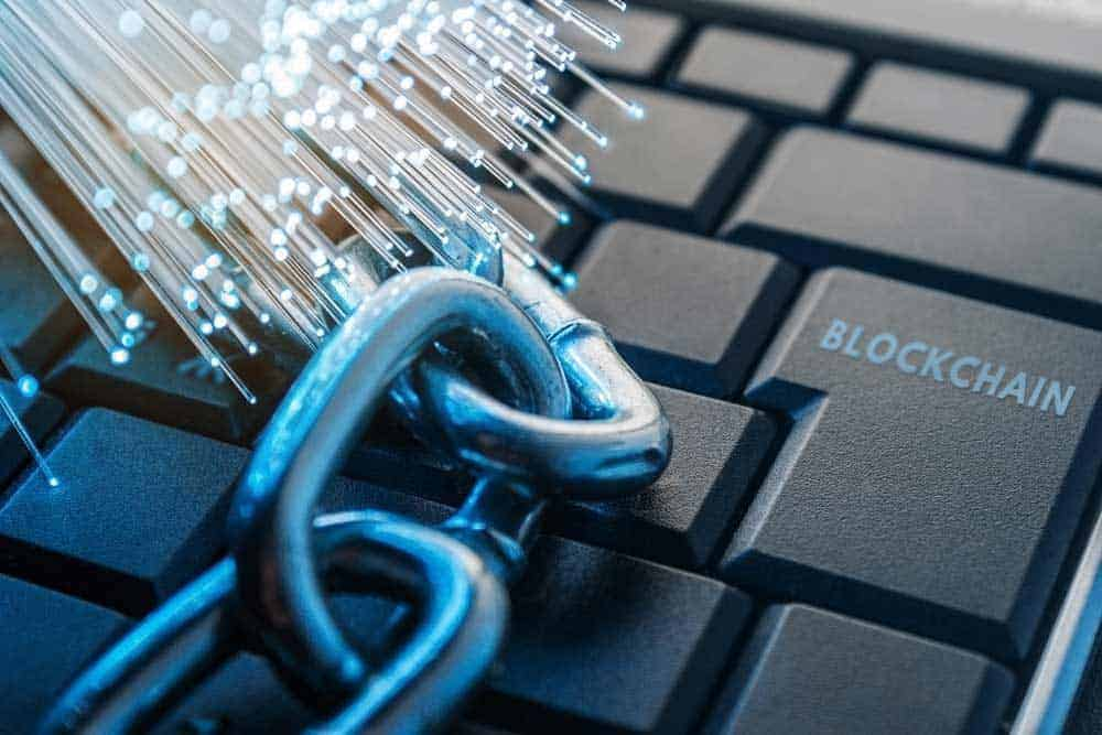 Digital technologies like Blockchain are key to success in the digital future. [shutterstock: 737172418, Alexander Yakimov]